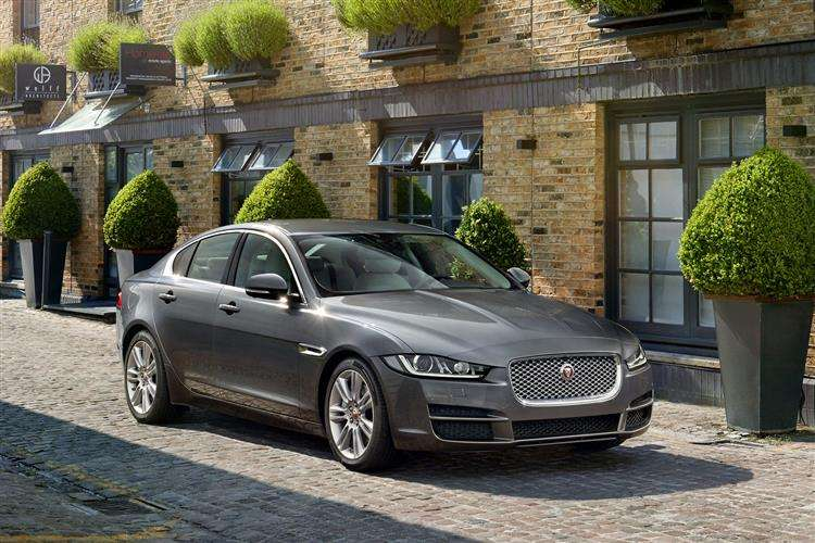 Jaguar Xe Saloon 4