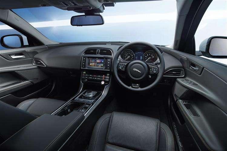 Jaguar Xe Saloon 8
