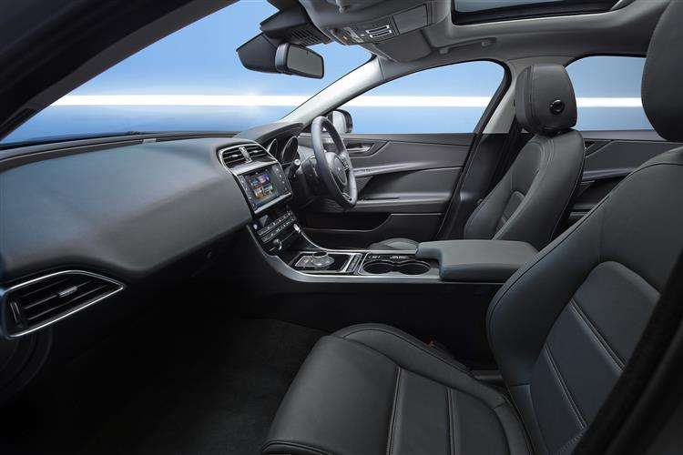 Jaguar Xe Saloon 9