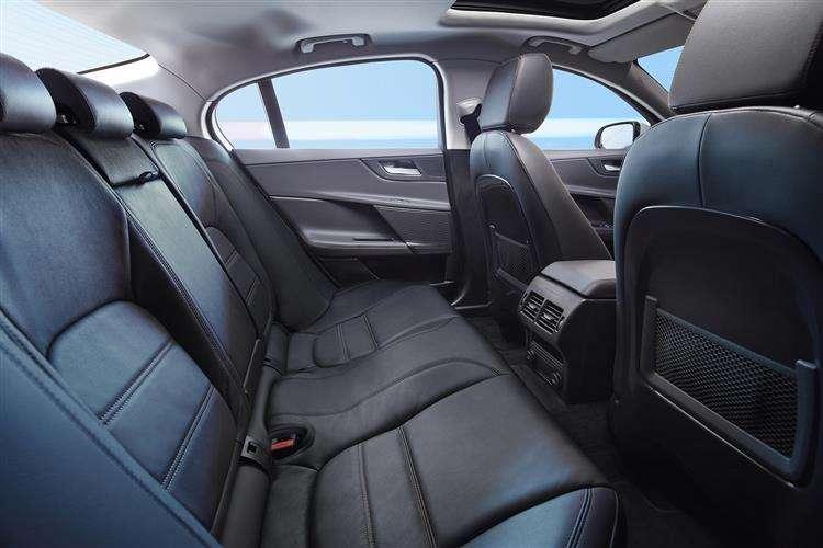Jaguar Xe Saloon 10