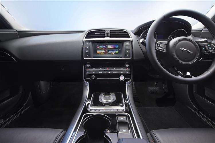 Jaguar Xe Saloon 11